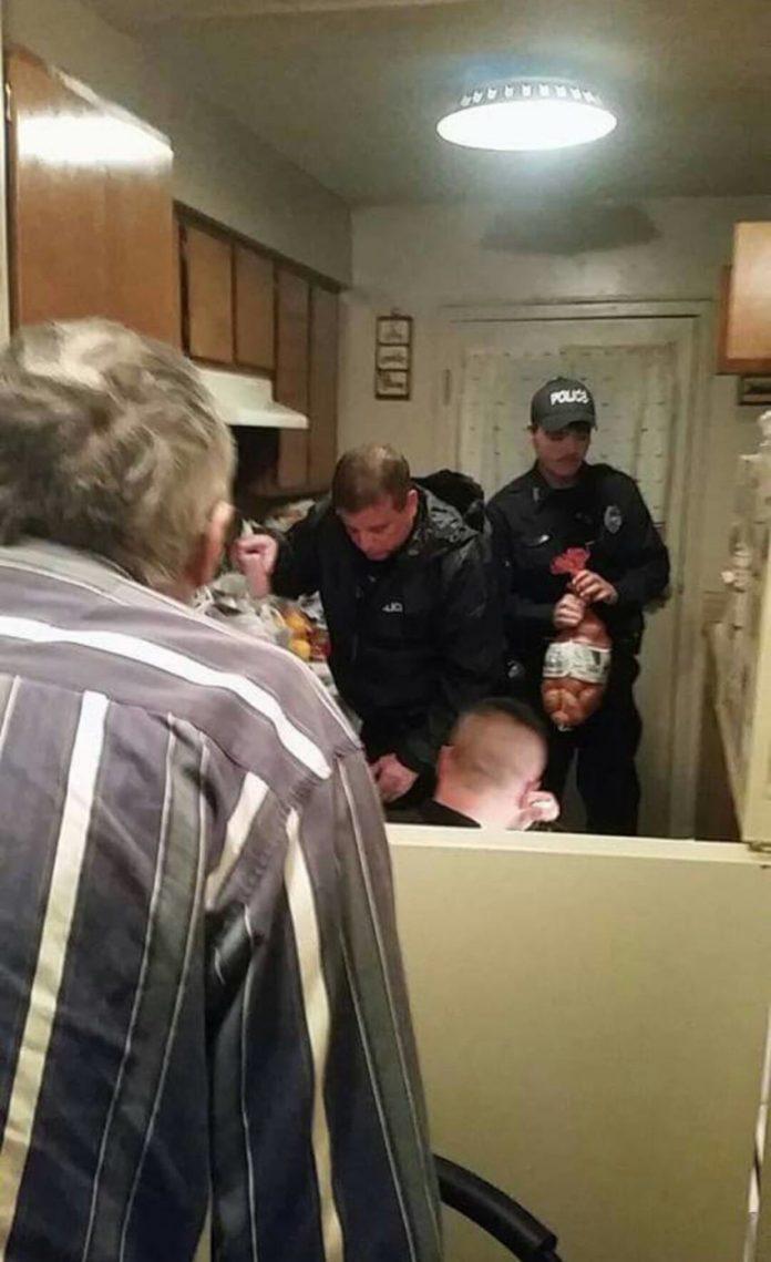 """Όταν αυτός ο ηλικιωμένος άνοιξε το ψυγείο και ανακάλυψε """"αυτό"""", κάλεσε αμέσως την αστυνομία…"""
