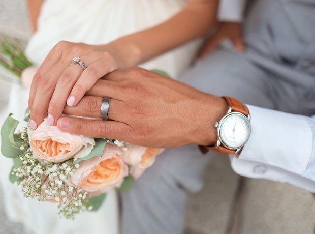 Ένα χωρισμένο ζευγάρι ξαναπαντρεύεται γιατί η αληθινή αγάπη δεν χάνεται ποτέ
