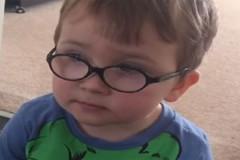 «Μαμά, δεν έχω κοπέλα»: Ξετρελαίνει το διαδίκτυο το παράπονο ενός 3χρονου αγοριού [Βίντεο]