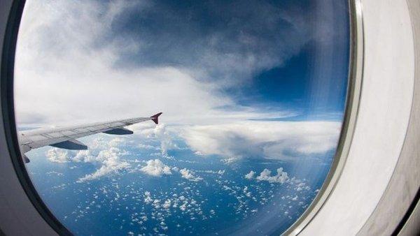 Ο λόγος που τα παράθυρα των αεροπλάνων έχουν οβάλ σχήμα