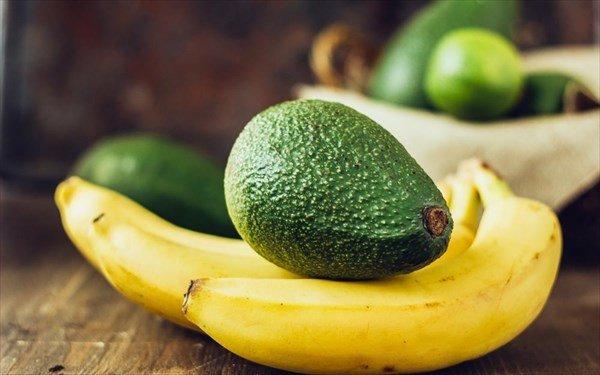 Οι τροφές που μειώνουν το φούσκωμα στην κοιλιά ενώ εσύ κοιμάσαι