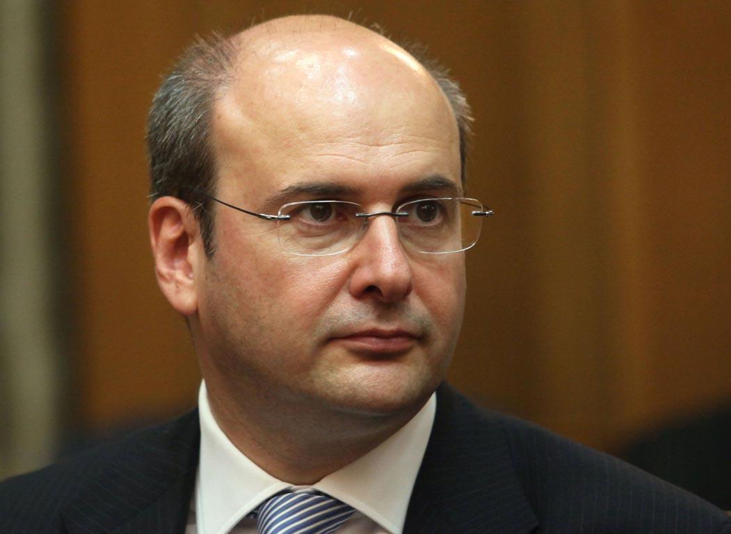 Χατζηδάκης: Η κυβέρνηση παριστάνει πως πουλά τη ΔΕΗ
