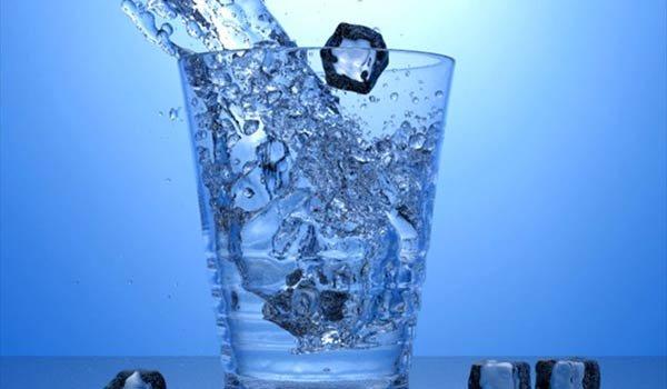 Τρία σημάδια ότι πρέπει να πίνετε περισσότερο νερό
