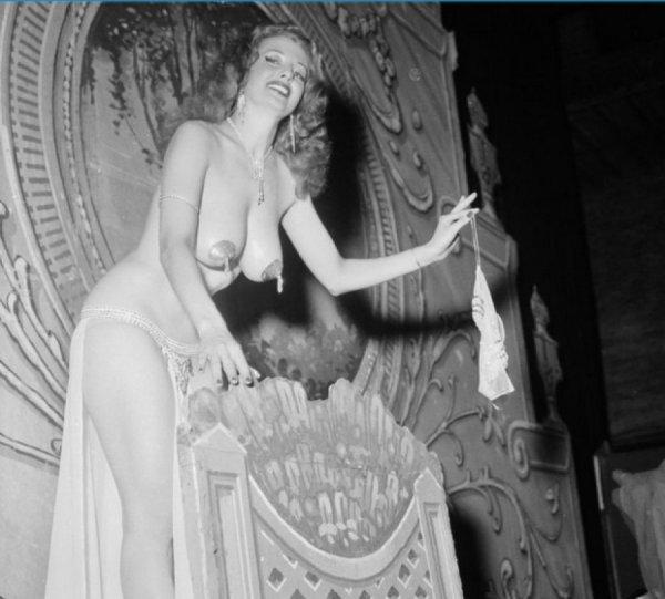 Ιστορική αναδρομή…Το γuμνό της δεκαετίας του '50 (φωτό)