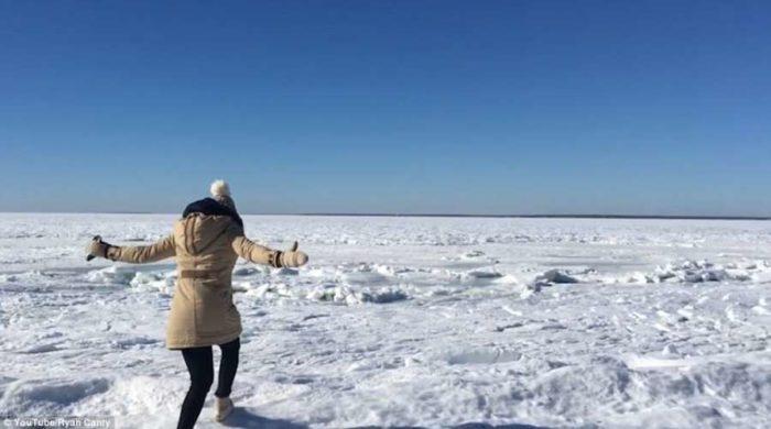 Εναέριο βίντεο δείχνει τον Ατλαντικό Ωκεανό που πάγωσε από το κρύο