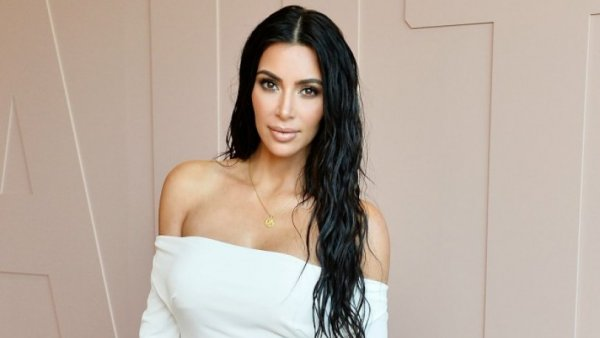 H Kim Kardashian ποζάρει (ξανά) ημίγυμνη στο κρεβάτι της (ΦΩΤΟ)