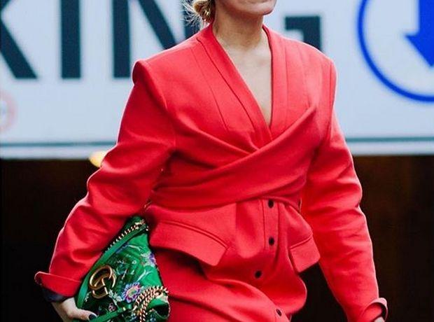 86d224cc82 ... Shopping time  Σε ποια παλτό αξίζει να επενδύσεις στις εκπτώσεις.  Χρωματιστό ή όχι