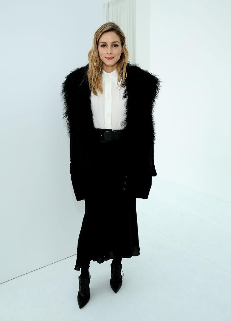 H Olivia Palermo σου δείχνει 10 τρόπους να φορέσεις τη maxi φούστα