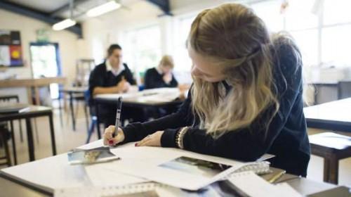 Ν. Ζηλανδία: Εντολή σε μαθήτριες να φοράνε πιο μακριές φούστες -Για να μην…