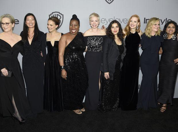 Τα μαύρα φορέματα από τις Χρυσές Σφαίρες σε δημοπρασία για καλό σκοπό