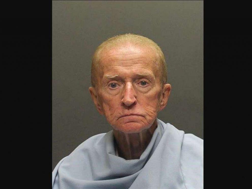 Παππούς 80 ετών πήρε το όπλο του, λήστεψε τράπεζα και έφυγε τρέχοντας