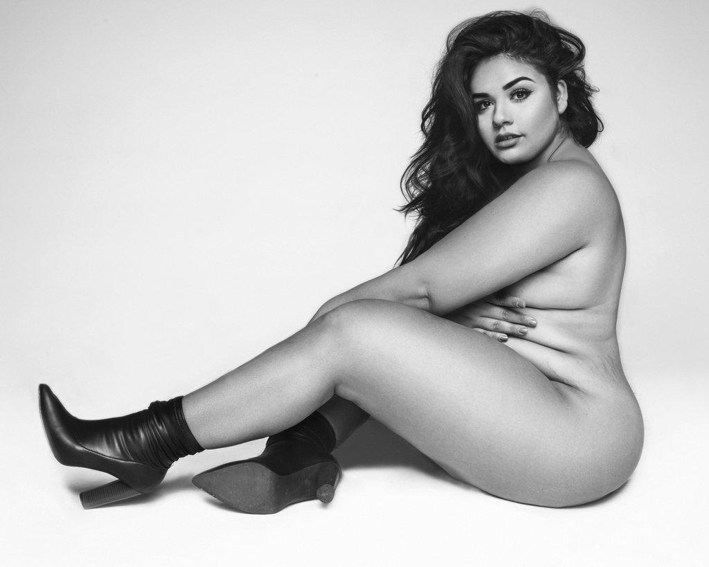 To plus size μοντέλο που αντέγραψε την πόζα της Gigi Hadid θα σε κάνει να αγαπήσεις το σώμα σου