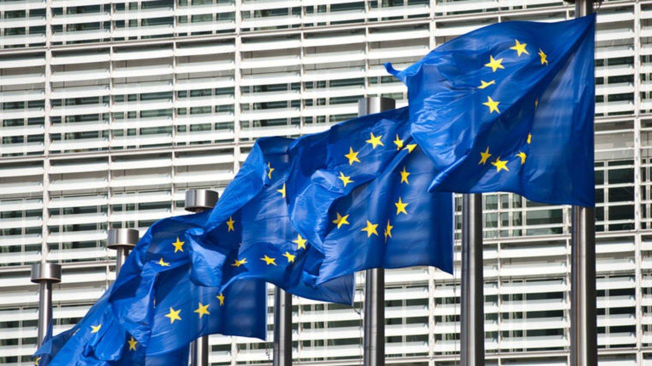 Κομισιόν: Ελαφρώς χειρότερη η πορεία του ελληνικού χρέους