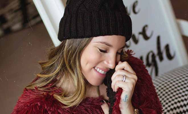 Η Αθηνά Οικονομάκου κάνει yoga στον 8ο μήνα της εγκυμοσύνης της και τα σχόλια πέφτουν «βροχή»