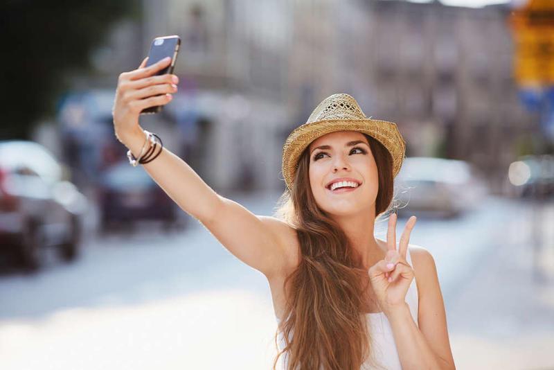 Η απίστευτη αντίδραση ενός άνδρα στη selfie της κοπέλας του