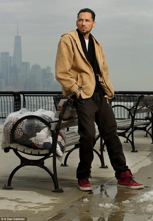 Σοκ στον καλλιτεχνικό κόσμο: Άστεγος ο γιος πασίγνωστου τραγουδιστή (φωτό)