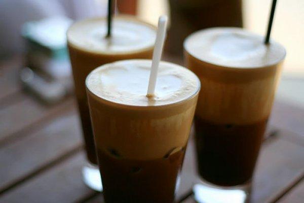 Γάλα στον καφέ. Τα προβλήματα που προκαλεί στην υγεία μας