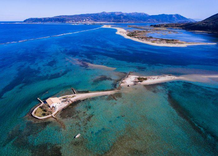 Ιστορίες από το ελληνικό νησί που θυμίζει Ειρηνικό (είναι όλο μια παραλία) -Ο Σικελιανός και η «ζόρκα», η πάντα γuμνή γυναίκα του [εικόνες & βίντεο]