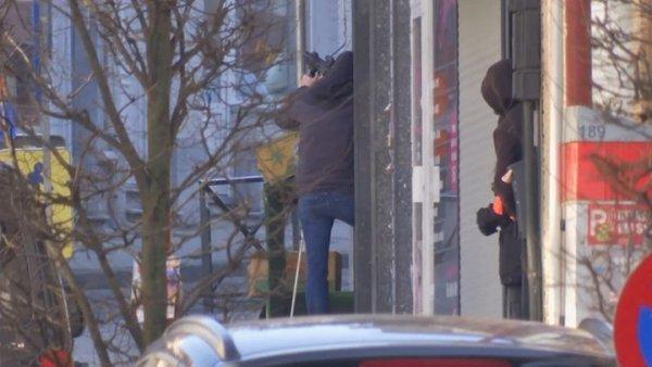 Συναγερμός στις Βρυξέλλες – Ένοπλος εισέβαλαν σε κτίριο (ΦΩΤΟ)