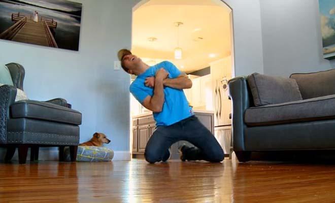 Μετά τη γάτα, «πεθαίνει» μπροστά και στο σκύλο του – Δείτε ποια είναι η αντίδραση του ζώου [Βίντεο]