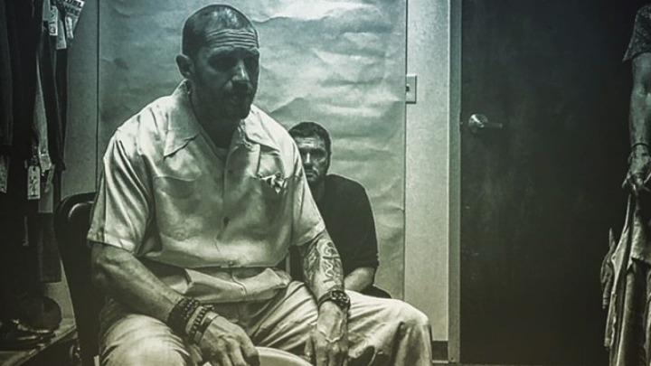 Ο Τομ Χάρντι δημοσίευσε την πρώτη του φωτογραφία ως Αλ Καπόνε
