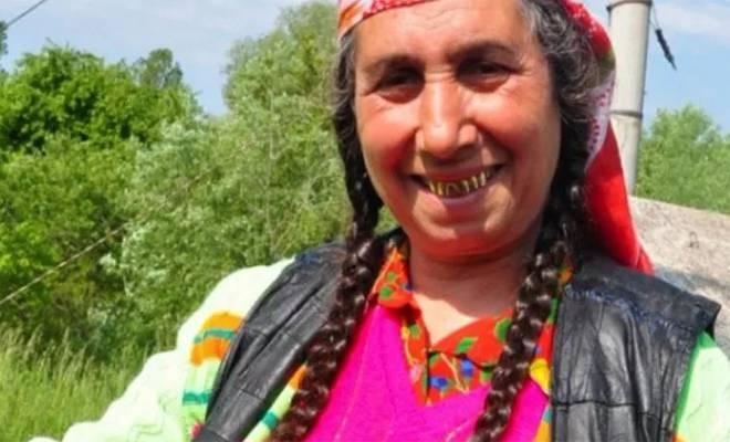 Η συζήτηση Λαρισαίου δικηγόρου με μάνα Ρομά κατηγορούμενου που κάνει θραύση στο Διαδίκτυο