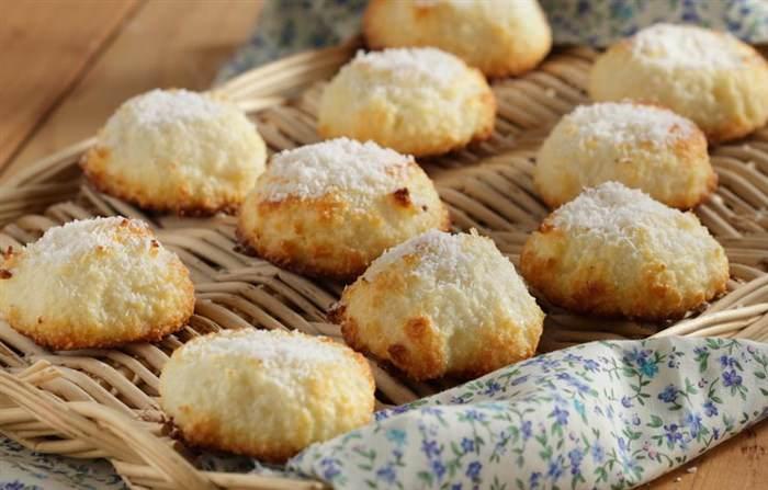 «Μπισκότα» καρύδας με 2 υλικά