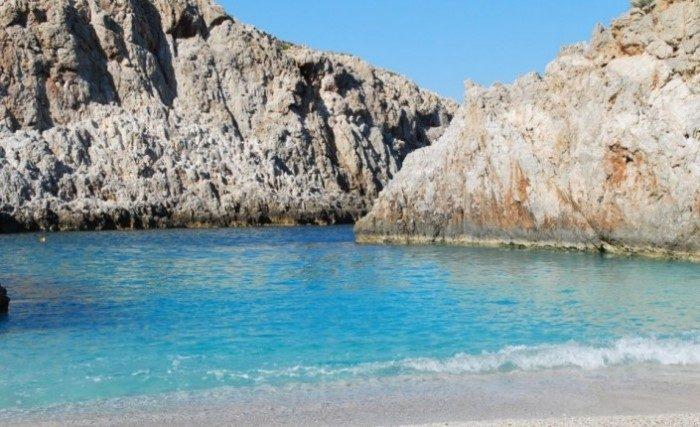 Η ωραιότερη «άγνωστη» παραλία της Ελλάδας που.. κοντράρει τον Παράδεισο!