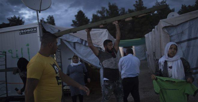 """New York Times: """"Νησί της απελπισίας"""" η Μυτιλήνη"""