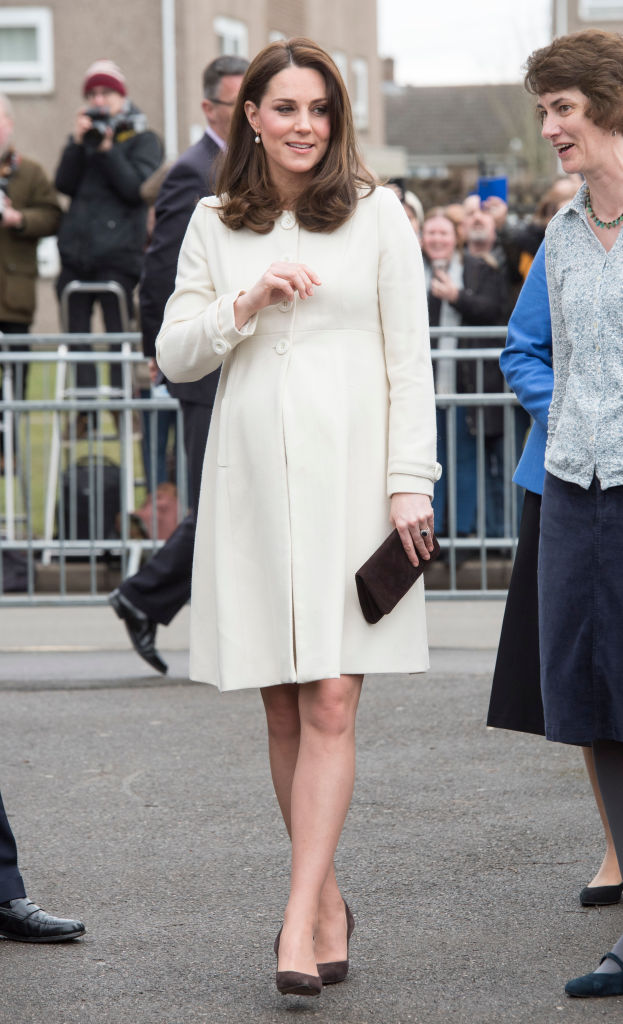 Γιατί η Kate Middleton δεν βγάζει ποτέ από πάνω της το παλτό της σε δημόσιο χώρο;