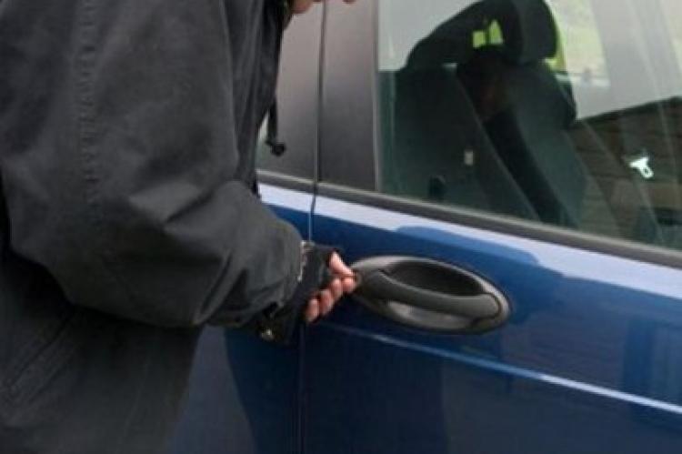 Έκλεψαν το αυτοκίνητο έξω από το ουζερί του ιδιοκτήτη του