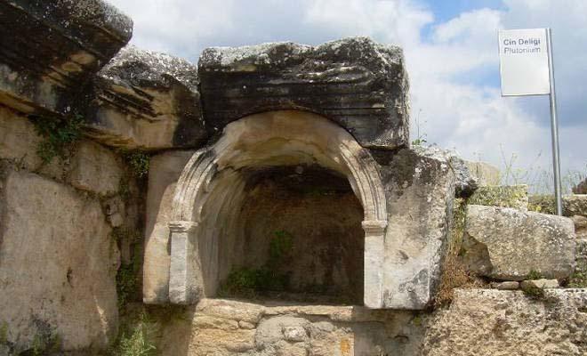 Λύθηκε ο γρίφος με την «Πύλη της Κολάσεως» στην Τουρκία – Τι είναι αυτό που σκοτώνει ό,τι πλησιάζει στην είσοδό της;