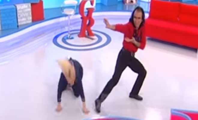 H Αννίτα Πάνια σωριάστηκε στο πάτωμα στον αέρα της εκπομπή της [Βίντεο]
