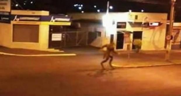 Απίστευτο! Πλάσμα που μοιάζει με λυκάνθρωπο σε πόλη τη Βραζιλίας! [video]