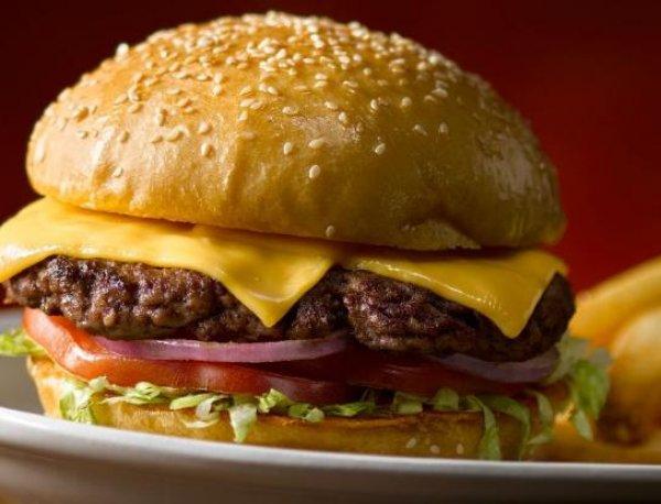Αυτά είναι τα δέκα πιο «εθιστικά» φαγητά