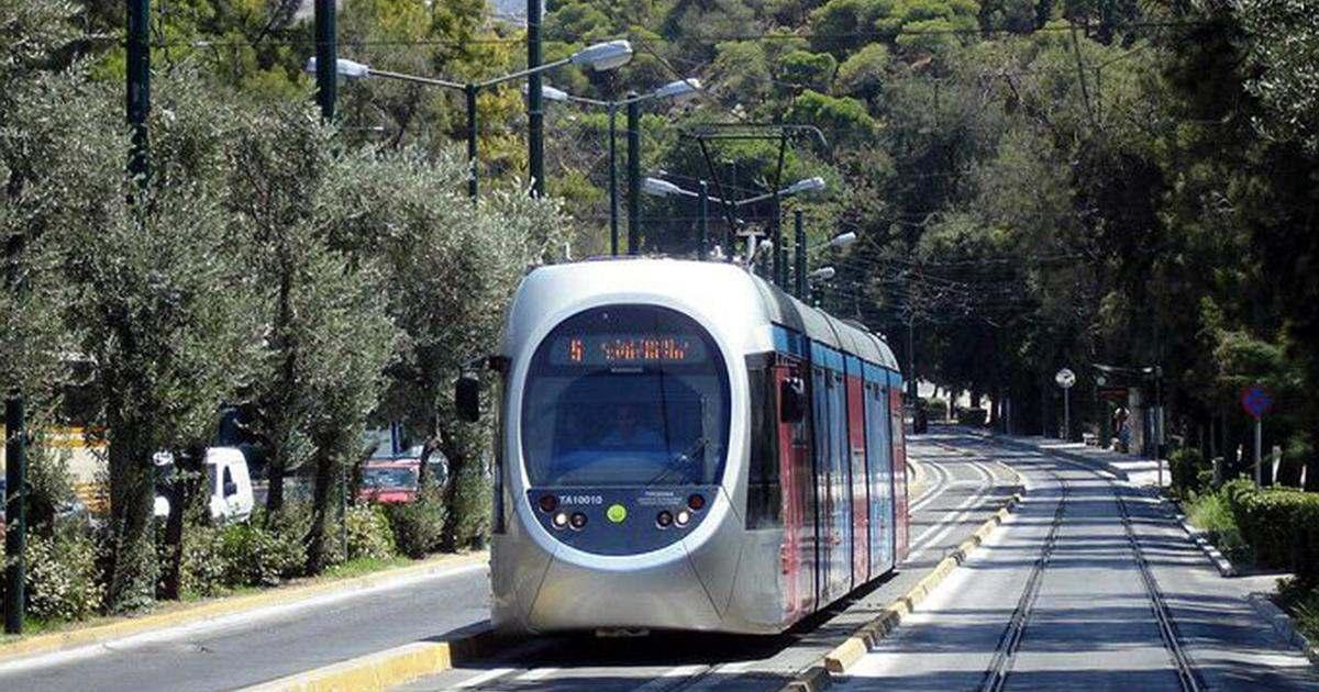 Σύγκρουση λεωφορείου με τραμ στο Νέο Κόσμο