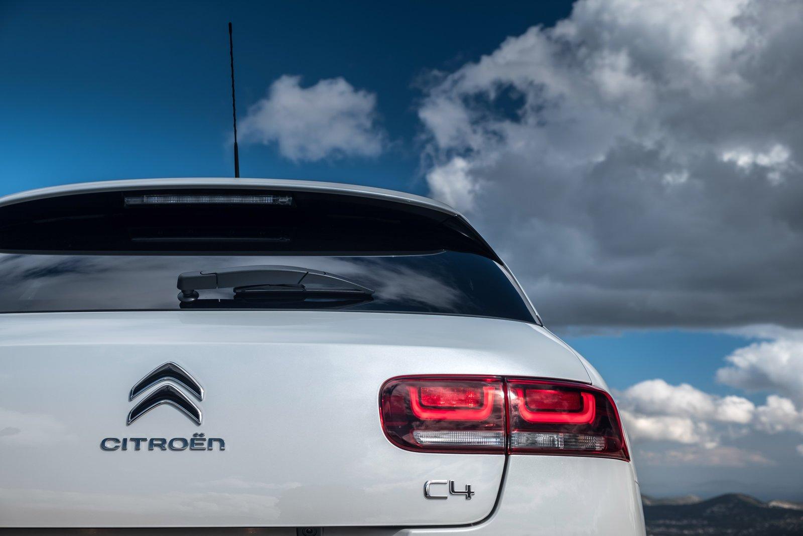 Οδηγούμε επί ελληνικού εδάφους το νέο Citroen C4 Cactus που θέτει νέα δεδομένα στην κατηγορία του