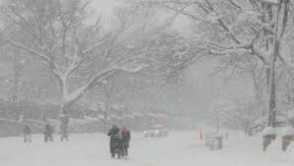 Στο έλεος του χιονιά η Ευρώπη. Δεκάδες θάνατοι και τεράστια προβλήματα (ΦΩΤΟ)