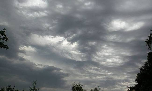 Καιρός: Τοπικές βροχές στα δυτικά και βόρεια