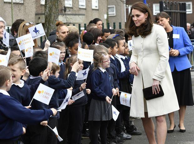 9 αγαπημένα pregnant looks της Kate Middleton που αξίζουν την προσοχή σου