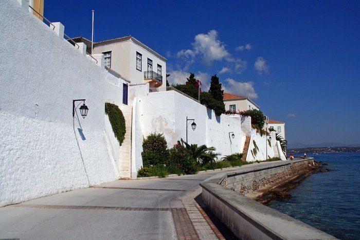 Ο παράδεισος βρίσκεται μόλις 3 ώρες από την Αθήνα. Ένα νησί σαν πίνακας ζωγραφικής