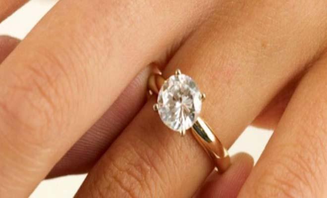 Ξεχάστε το παραδοσιακό δαχτυλίδι, η μόδα προστάζει άλλα τώρα… [Εικόνες]