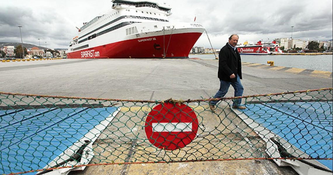 Δεμένα τα πλοία στα λιμάνια και την Πέμπτη
