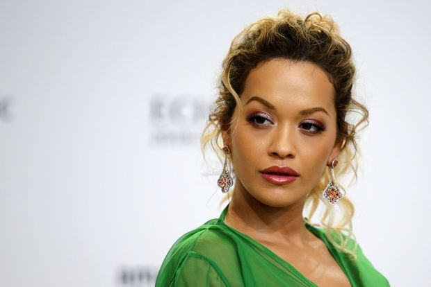 Το φόρεμα της Rita Ora θα σε κάνει να αναθεωρήσεις για το πράσινο χρώμα