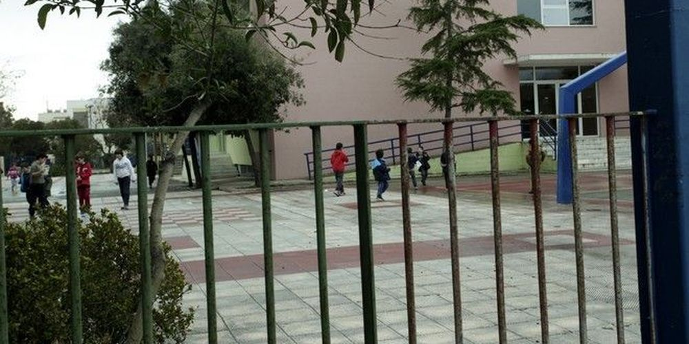Ηράκλειο: Παιδί εγκλωβίστηκε σε κάγκελα σχολείου