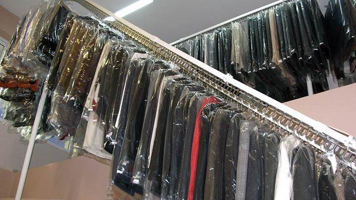 Υπάλληλος καθαριστηρίου βρήκε 350 ευρώ σε ρούχα και τα επέστρεψε