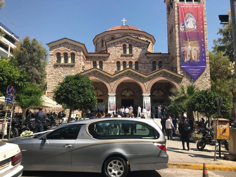 Κερατσίνι: Θρήνος στην κηδεία του 16χρονου που έχασε τη ζωή του