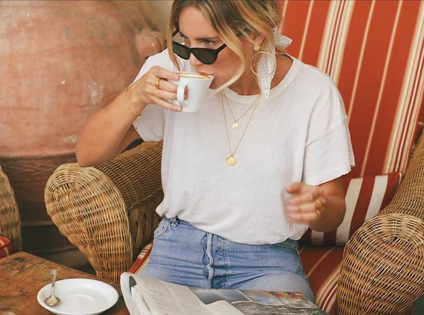4 λόγοι που πρέπει να έχεις ένα λευκό t-shirt στην ντουλάπα σου