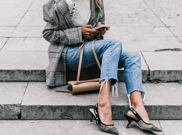Jeans & t-shirt: 5 τρόποι για να αναβαθμίσεις τον πιο απλό συνδυασμό