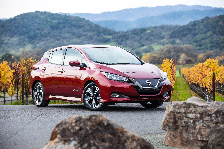"""Την παγκόσμια """"κούρσα"""" πωλήσεων στην κατηγορία EV οδηγεί τo Nissan LEAF"""